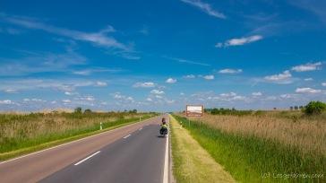 gerade Straße bis zum Horizont - Hortobágy-Nationalpark