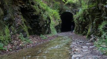 """""""Flussradweg"""" in den großen Tunnel"""