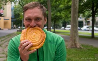 Stärkung in Debrecen - wir haben unsere letzten Forint beim Bäcker gut investiert!