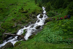 Die Flüsse sind durch den Regen mächtig angeschwollen. Da bekommt man schon ganz schön Respekt, wenn man einen solchen mal queren muss. (Foto: Holger Lieberenz)