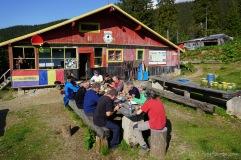 Abendessen an der Barcaciu-Hütte (Foto: Holger Lieberenz)