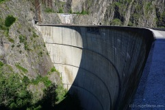 Gigantische Staumauer am Lacul Vidraru (Foto: Holger Lieberenz)