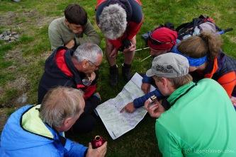 Routenbesprechung an der Biwakschachtel (Foto: Holger Lieberenz)