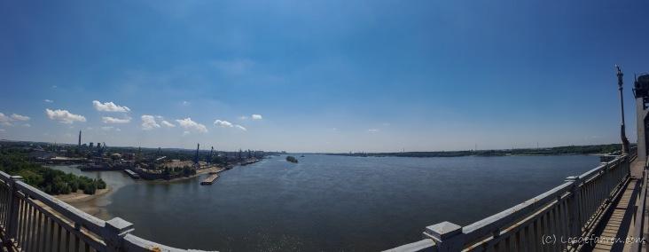 Blick von der Donaubrücke. Links Bulgarien, Rechts Rumänien