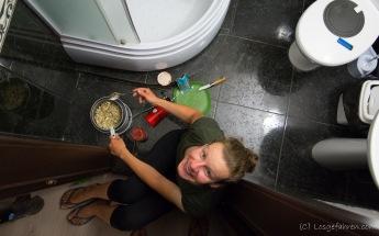 Das letzte Mal Kochen in Odessa. Das Bad war der einzige Raum ohne Brandmelder. Da muss man pragmatisch handeln..
