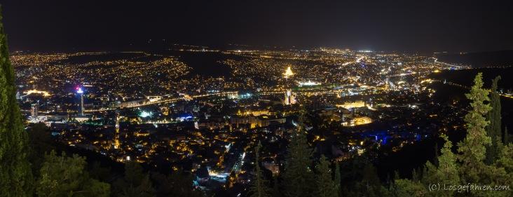 Tbilisi bei Nacht - da hat sich der Aufstieg gelohnt
