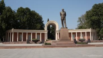 damit niemand vergisst, wie Heydar Aliev aussieht, hier nochmal eine Statue. - Gäncä
