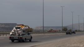 Transport von Waren und Gütern - Der Wolga!! Das Transportschwein Aserbaidschans. Diese Karre wurde mit Abstand am meisten vollgekracht. Doch ein Foto ist uns auf die schnelle nie gelungen. Doch schlussendlich können wir dieses repräsentative Bild vorweisen. Innen Voll, Außen Voll, Obendrauf Voll. Voll!