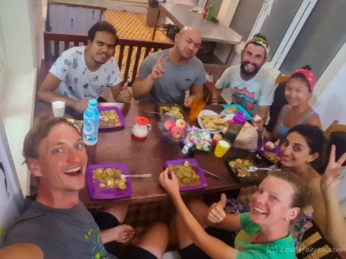 Unser Hostel! Absolut tolle Unterkunft. Und jeden Abend gibts leckeres indisches Essen von Zak (links im Bild)
