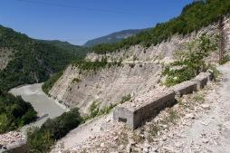 Beeindruckend, wie der Fluss sich in den Fels geschnitten hat