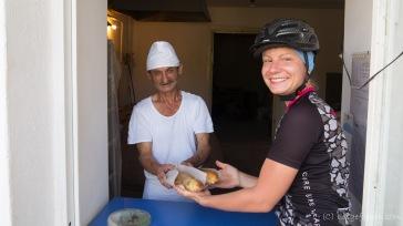 Lobiani - mit Bohnenpüree gefüllte Teigstangen - werden zu einer unserer Leibspeisen