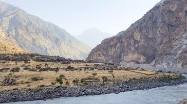 Blick nach Afghanistan. Die Tarn-Hütten fallen wirklich kaum auf.