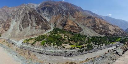 Blick nach Afghanistan. Wunderschöne Oasendörfer.