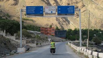 Einfahrt nach Qalai Khumb