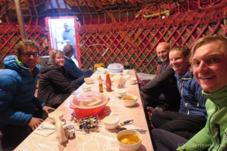 Abendessen in der Jurte, Sary Tash