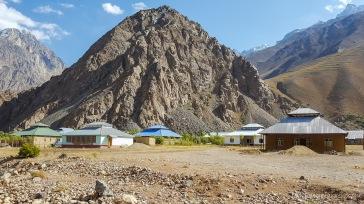 Pamiri-Häuser - hier noch mit klassischem Dach