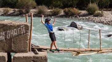 abenteuerliche Flussquerungen sind hier noch auf freiwilliger Basis