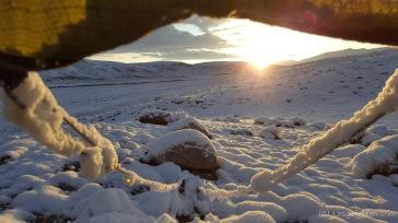 Nach unruhiger Nacht wagen wir zum Sonnenaufgang einen Blick aus dem Zelt