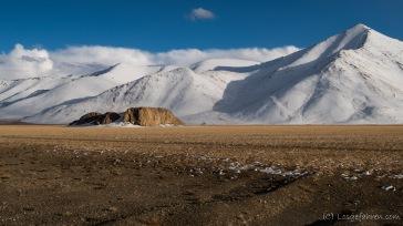 Einsamer Chatyr-Tash-Felsen vor Scheeriesen - ein super Schalfplatz