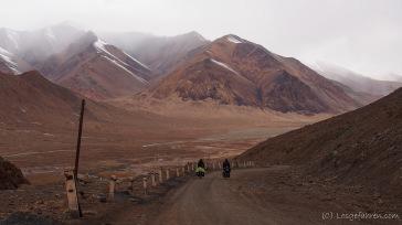 Abfahrt vom Akbaital auf mäßiger Piste (Foto: Kilian Hermes)
