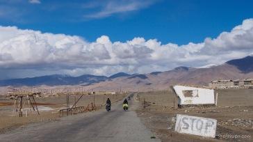 ehemaliger Checkpoint am Ortseingang von Karakul (Foto: Kilian Hermes)