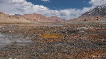 """Der """"Fluss"""" nach dem ersten Pass - Blick nach China (Foto: Kilian Hermes)"""