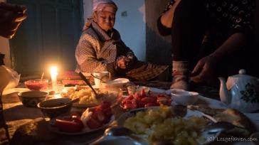 gemeinsames Abendessen bei Kerzenschein